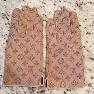 Louis Vuitton gloves
